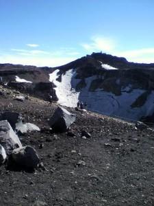 山頂の万年雪